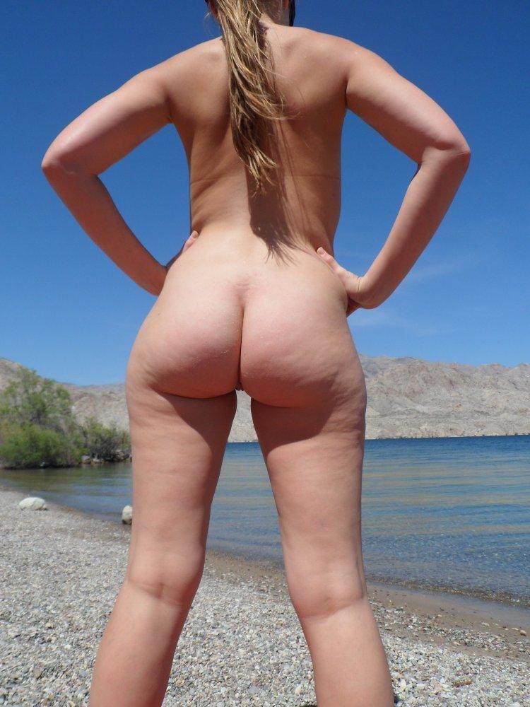 gostosa-na-praia-de-nudismo-3