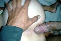 Baiana gostosa engolindo rola pelo cuzinho